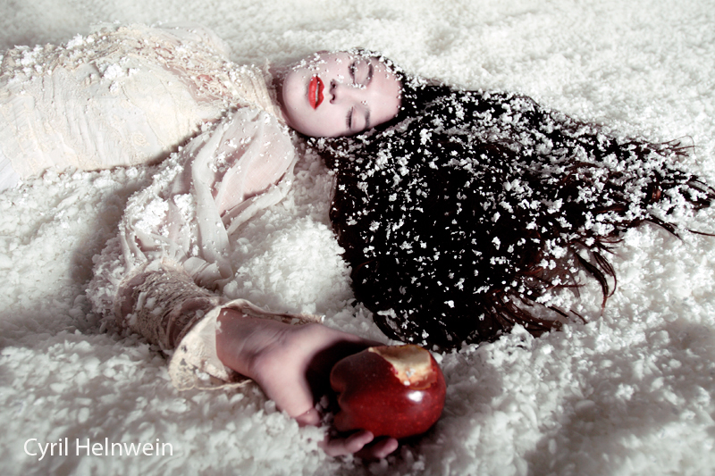 """""""Snow White and the Poison Apple"""", photograph by Cyril Helnwein"""